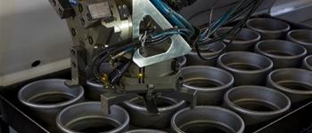 Tornio a caricamento robotizzato/Robotized lathe machine